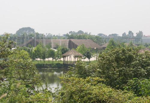 Khu ăn chơi ngủ nghỉ của đại gia giữa bãi sông Hồng