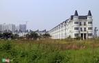 Hoang lạnh làng biệt thự kiến trúc Pháp ở Hà Nội