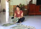 Người phụ nữ đầu có 'sỏi' làm giàu nhờ lá tre nhặt ở rừng