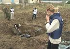 Lại phát hiện mộ tập thể tại đông Ukraina