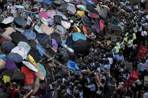 Hongkong, biểu tình, vũ khí, tự vệ