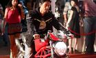 Johnny Trí Nguyễn nghiện xe đua phân khối lớn?