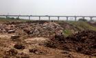 Hà Nội: Bãi phế thải khổng lồ giữa sông Hồng