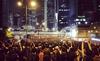 Người Hong Kong biểu tình cả trên phố lẫn trên web