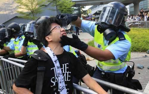 Chỉ huy cảnh sát Hong Kong gửi điện cho cộng sự