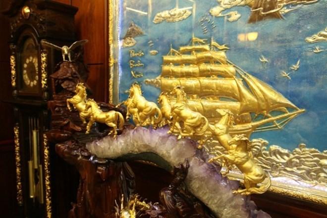 Những 'con vật' mạ vàng 'nhảy múa' trong nhà đại gia Việt 7