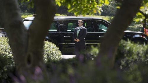 Sốc: Obama từng chung thang máy với người lạ có vũ khí