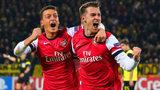 Welbeck lên đồng, Arsenal nhấn chìm Galatasaray
