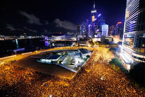 Người biểu tình Hong Kong dọa chiếm nhà chính quyền