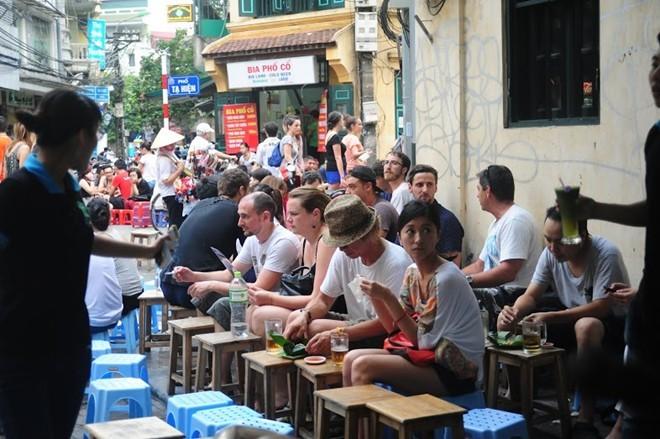 Bỏ dự thảo quy định cấm bán bia vỉa hè