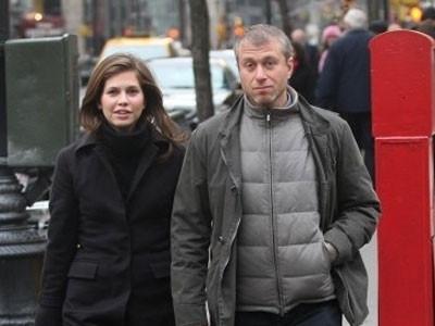 Lê Ân chiều vợ trẻ gần bằng tỷ phú Abramovich
