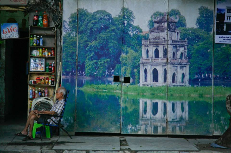 Hà Nội, giải phóng thủ đô, ảnh đẹp, hoa đào, xích lô, hàng rong, cầu Long Biên, Hồ Gươm, nhà cổ, phở, quán cóc