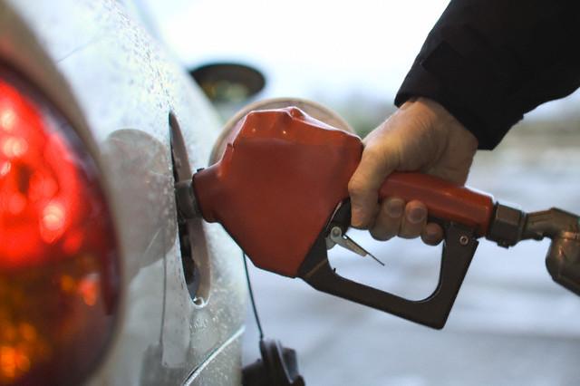 Giá hàng hóa 'lờ tịt' dù xăng 7 lần giảm