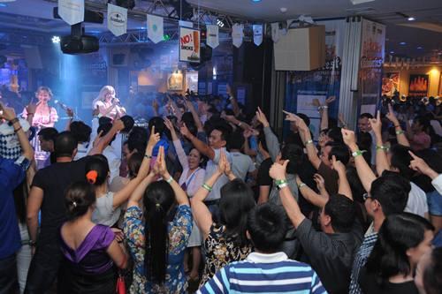 Oktoberfest 2014 tại Hà Nội: Tưng bừng lễ hội bia tươi và món ăn Đức