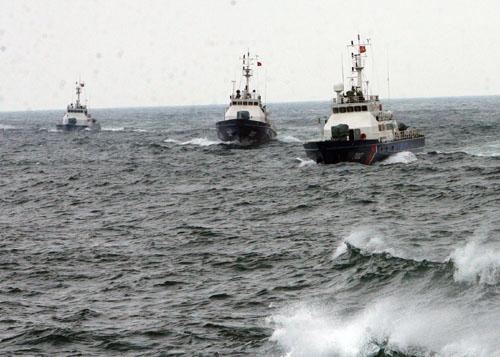 Cảnh sát biển diễn tập chống cướp biển có vũ trang