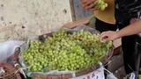 Nho xanh Tàu bán đầy chợ Hà Nội, lòe người mua