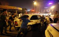 Nháo nhào sơ tán ô tô, đồ đạc trong đêm cháy lớn