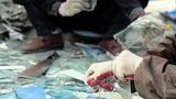 Phụ nữ 'hành hạ' đôi tay ở làng nghề 'đổ máu'