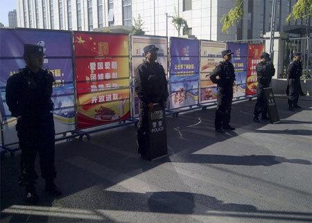 Bạo lực ở Tân Cương, hàng chục người chết