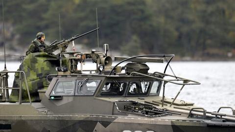 Thụy Điển dồn binh, ráo riết săn lùng tàu ngầm lạ