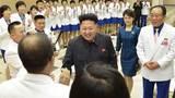Kim Jong Un lần đầu tái xuất hiện với vợ