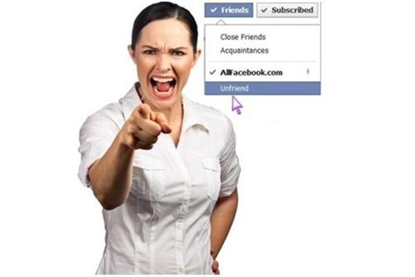 Khổ sở vì lỡ chơi facebook... với sếp