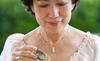 Chăm con dâu ở cữ, mẹ chồng đòi tính phí