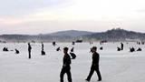 Xem người Triều Tiên tay không xây sân bay quốc tế