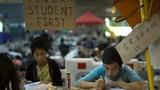 Sinh viên Hồng Kông vẫn cố gắng học tập trong khi biểu tình