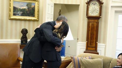 Obama, Nina Phạm, Ebola, ôm