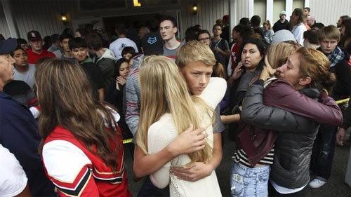 Hình ảnh vụ xả súng kinh hoàng ở trường học Mỹ