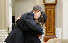 Thế giới 24h: Ông Obama ôm Nina Phạm
