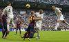 """Messi """"mất tích"""", Barca thảm bại trước Real"""
