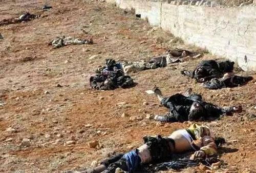 Xác người rải khắp thị trấn chiến lược ở Syria