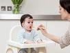 """7 cột mốc trong """"sự nghiệp"""" ăn uống của bé"""