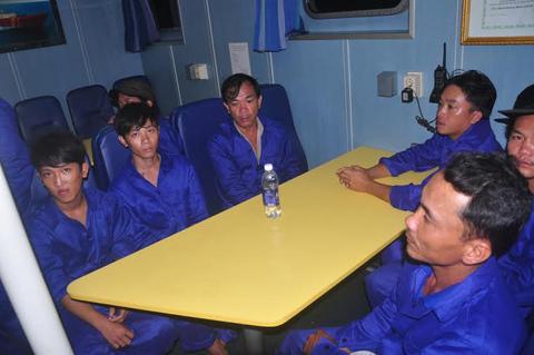 Điều tra vụ 'tàu lạ' đâm chìm tàu cá trên biển