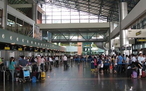 Sân bay chót bảng và chuyện du khách 'đầu không ngoảnh lại'