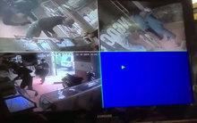 Camera ghi lại cảnh cướp tiệm vàng tại Hà Nam