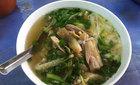 Dân Hà Nội xếp hàng ăn phở gà sáng 100.000 đồng/bát