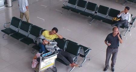 Những hình ảnh chưa đẹp ở sân bay Nội Bài