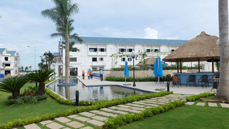 """Nhà liên kế """"hướng thủy"""" tiện ích như resort"""