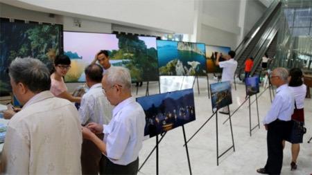 Triển lãm 90 bức ảnh ấn tượng về Vịnh Hạ Long