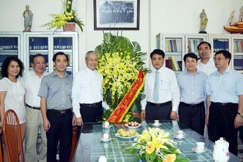 Giám đốc Công an Hà Nội chúc mừng Giáo xứ Hàm Long