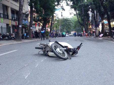 Hà Nội: Xế hộp 'nổi điên', gây tai nạn liên hoàn