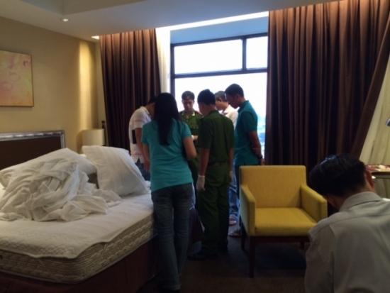 Dính thuốc mê, mất kim cương 2 tỷ trong khách sạn 5 sao Sài Gòn