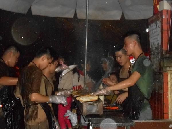 Đệ nhất thịt nướng Hà Thành: Mỗi buổi bán 1.000 xiên
