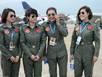 Ngắm đội nữ phi công xinh đẹp của TQ