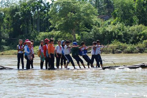 Quảng Ngãi, học sinh, qua sông, bè