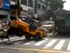 Màn quay tròn xe Jeep kinh hoàng trên phố