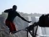 Vượt thác nước lớn nhất thế giới... trên dây